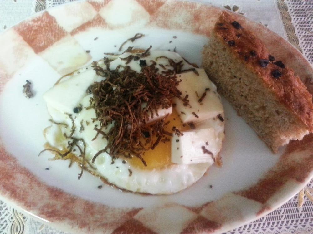 uova al tartufo con focaccia