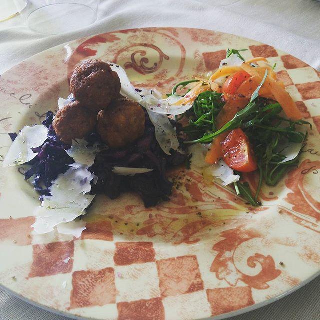 polpettine di maiale con cavolo nero croccante